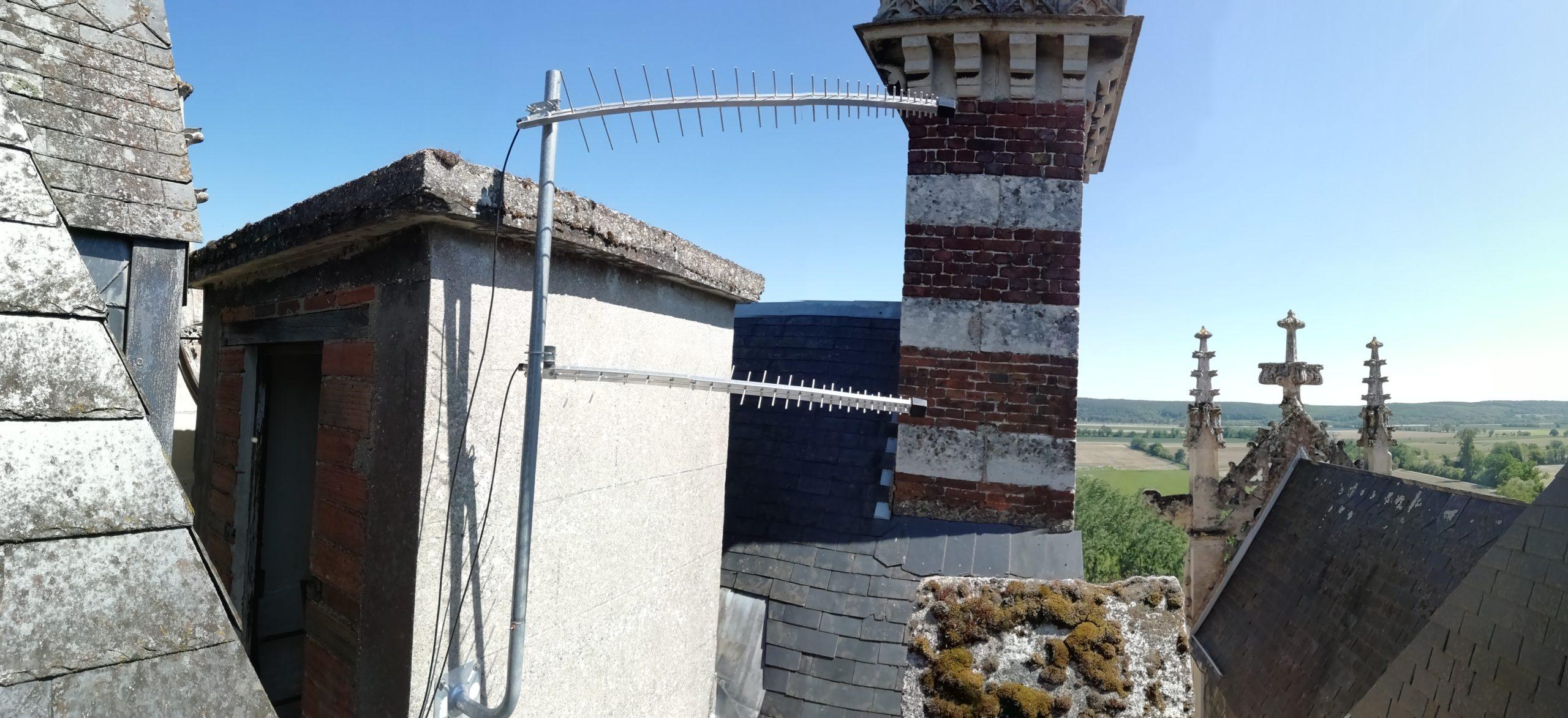Installation d'un modem 4G+ antenne extérieure sur le toit d'un château !